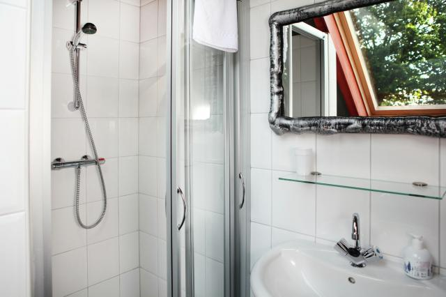 Elke kamer: toilet en douche